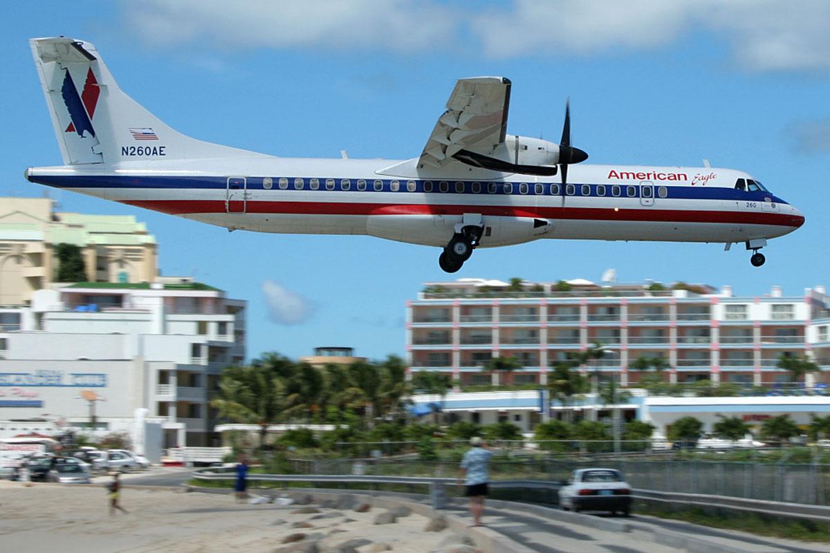 L'aéroport de Saint-Martin est souvent présenté comme le plus dangereux du monde