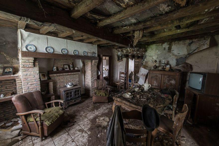 Urbex et Orbi, les photos de lieux abandonnés en Europe par Romain Veillon
