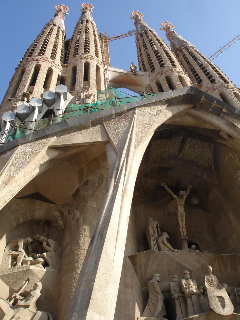 Façade de la Sagrada Familia en travaux