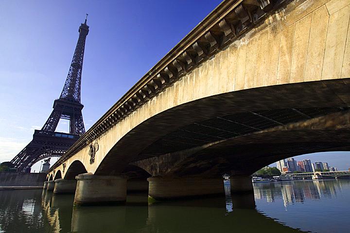 La tour Eiffel, vue depuis la Seine