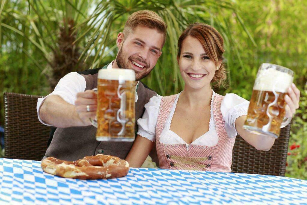 Un couple à la Fête de la Bière