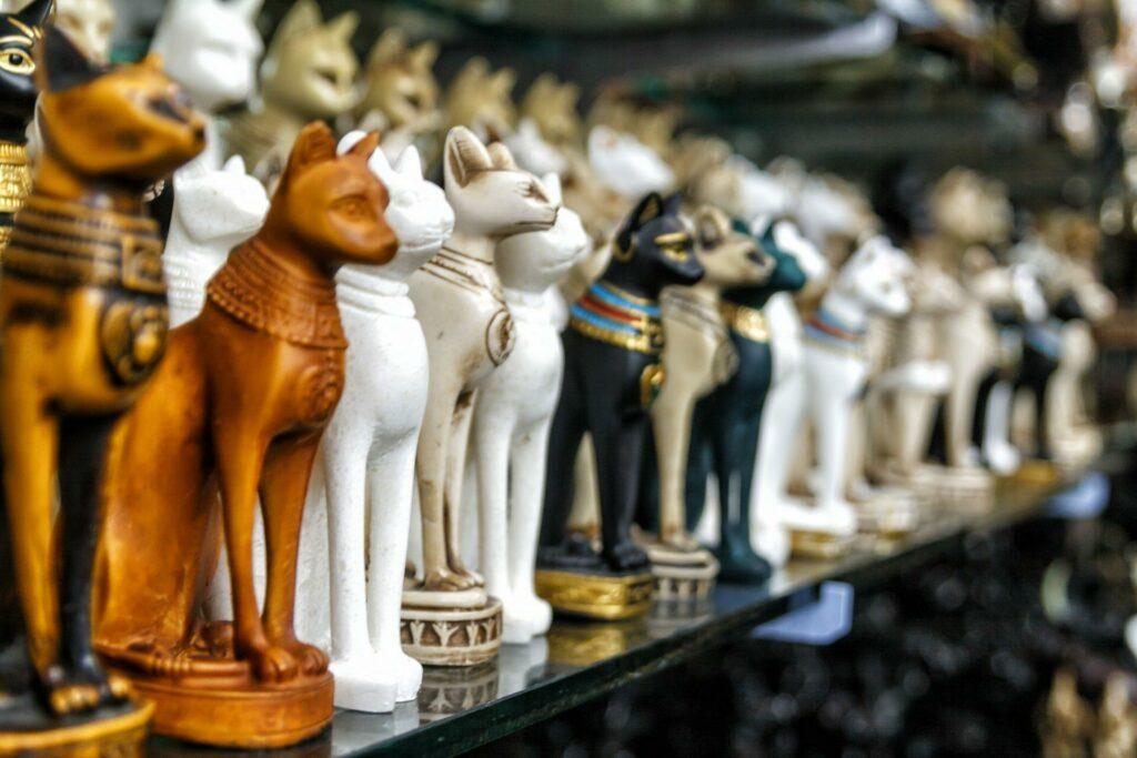 Egypte statuettes dans une boutique de souvenirs