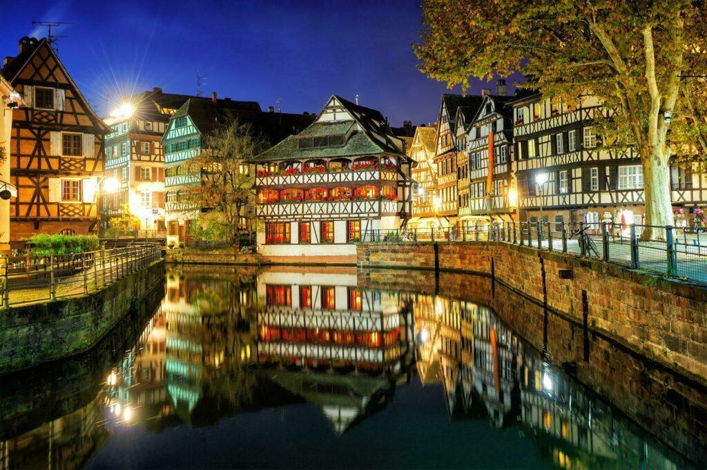 Strasbourg la nuit quartier Petite France
