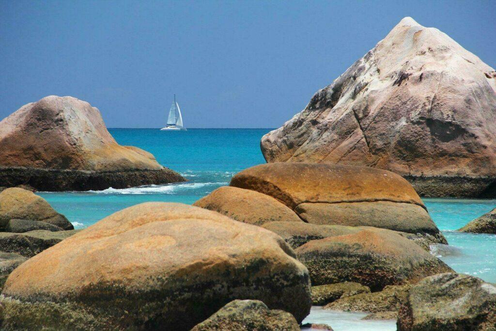 rochers sur la plage