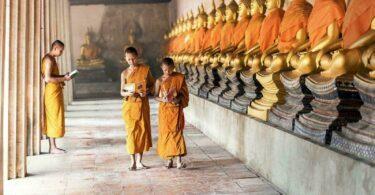 jeunes moines bouddhistes birmanie