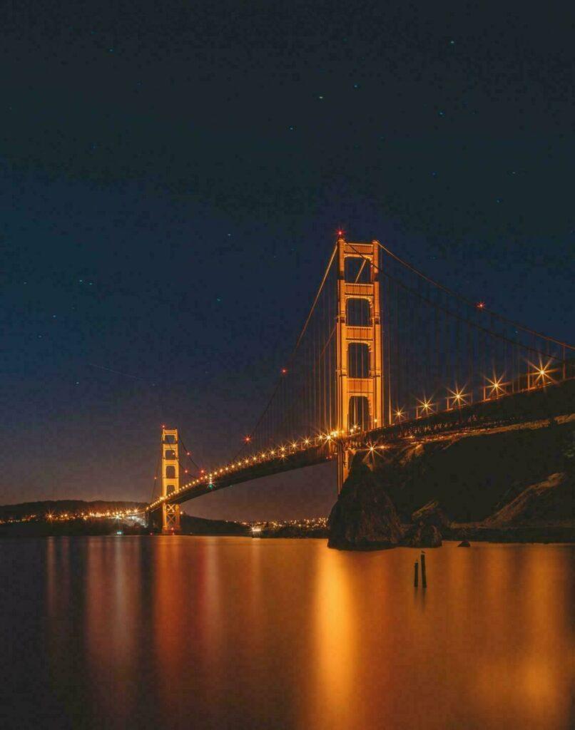 La golden gate bridge de nuit