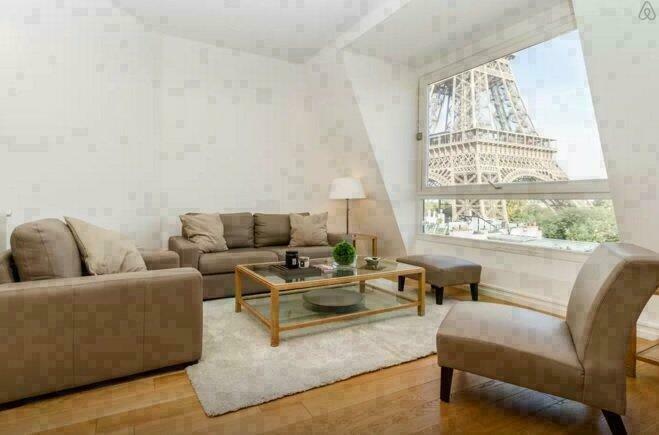 Un Penthouse Au Pied De La Tour Eiffel