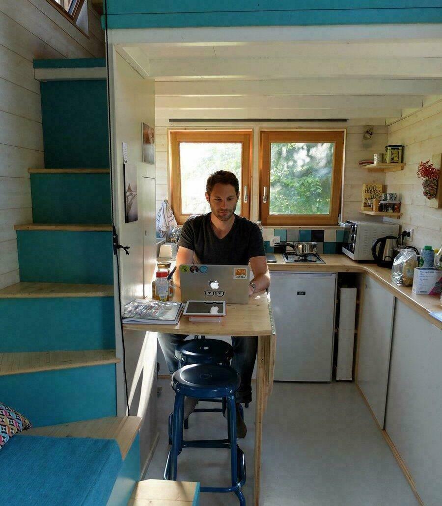 En plein travail dans la Tiny House