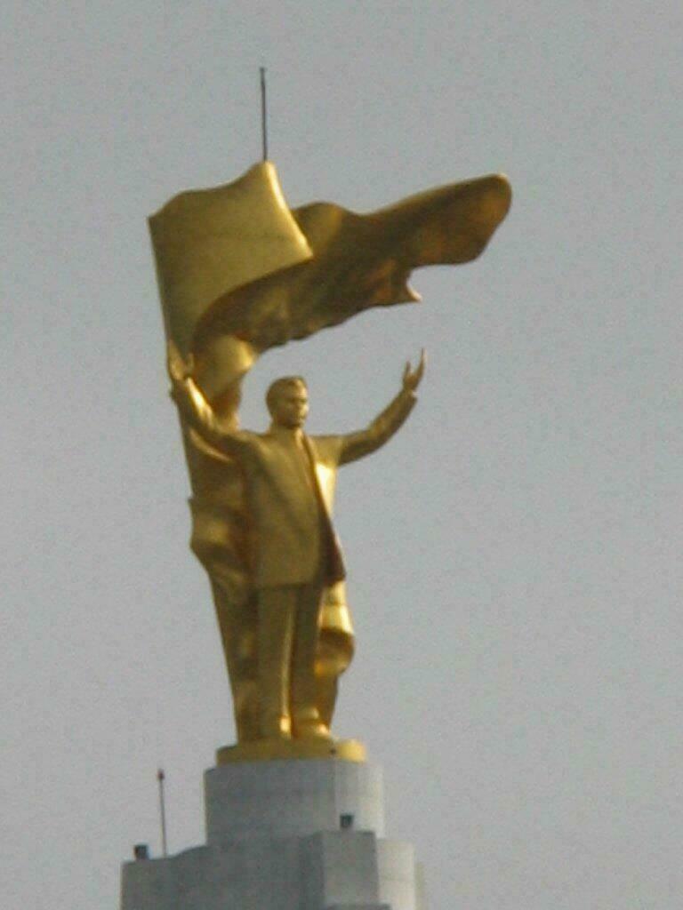Statue en or à Ashgabat
