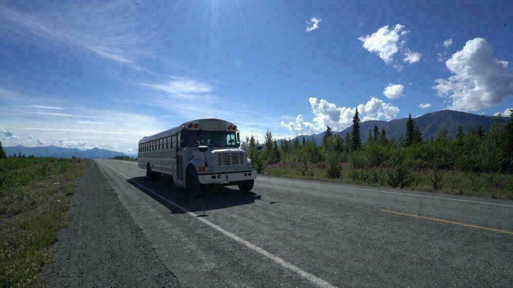 Le bus scolaire prêt pour le voyage