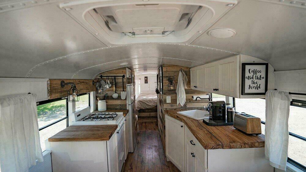 Un bus scolaire transformé en tiny house