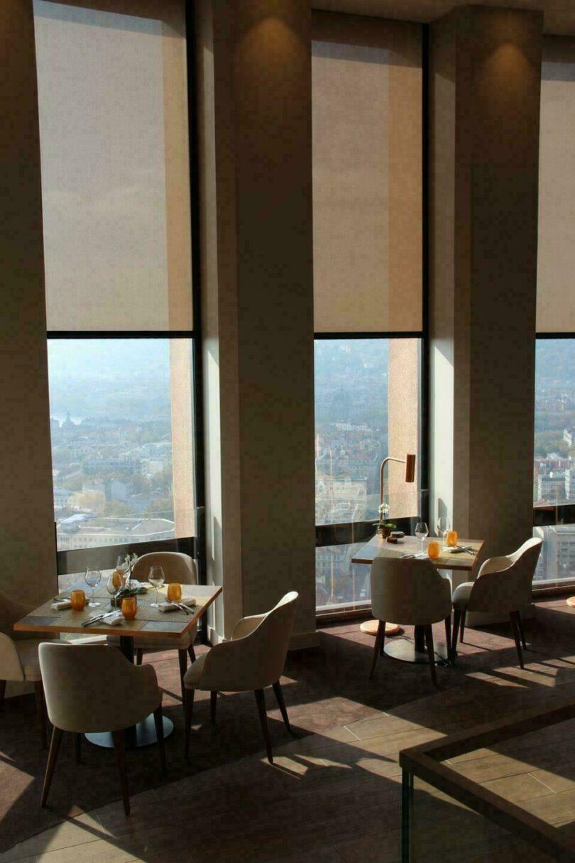 Salle de restaurant du Celest à Lyon