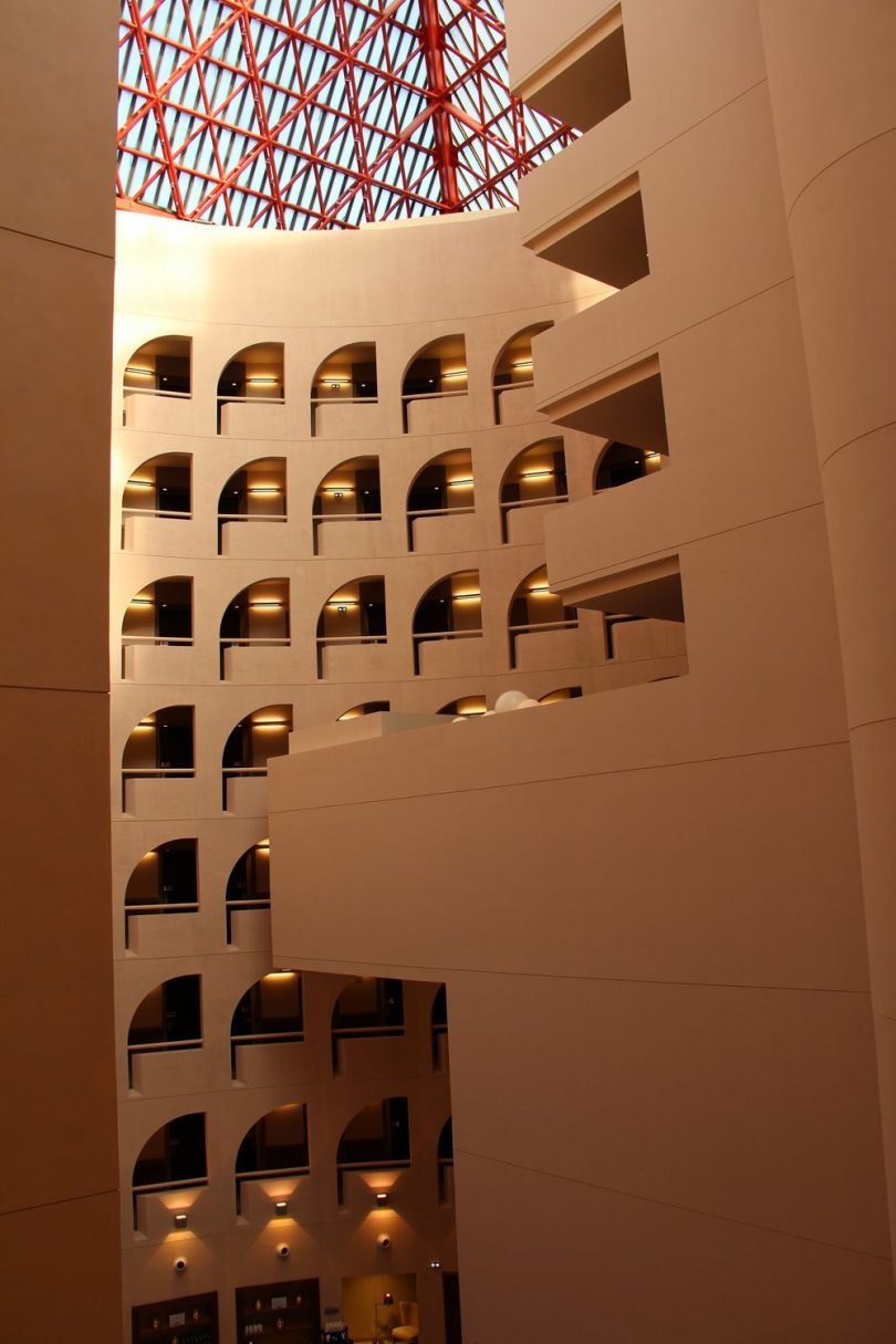 Dans le hall d'entrée du Radisson Blu Hotel