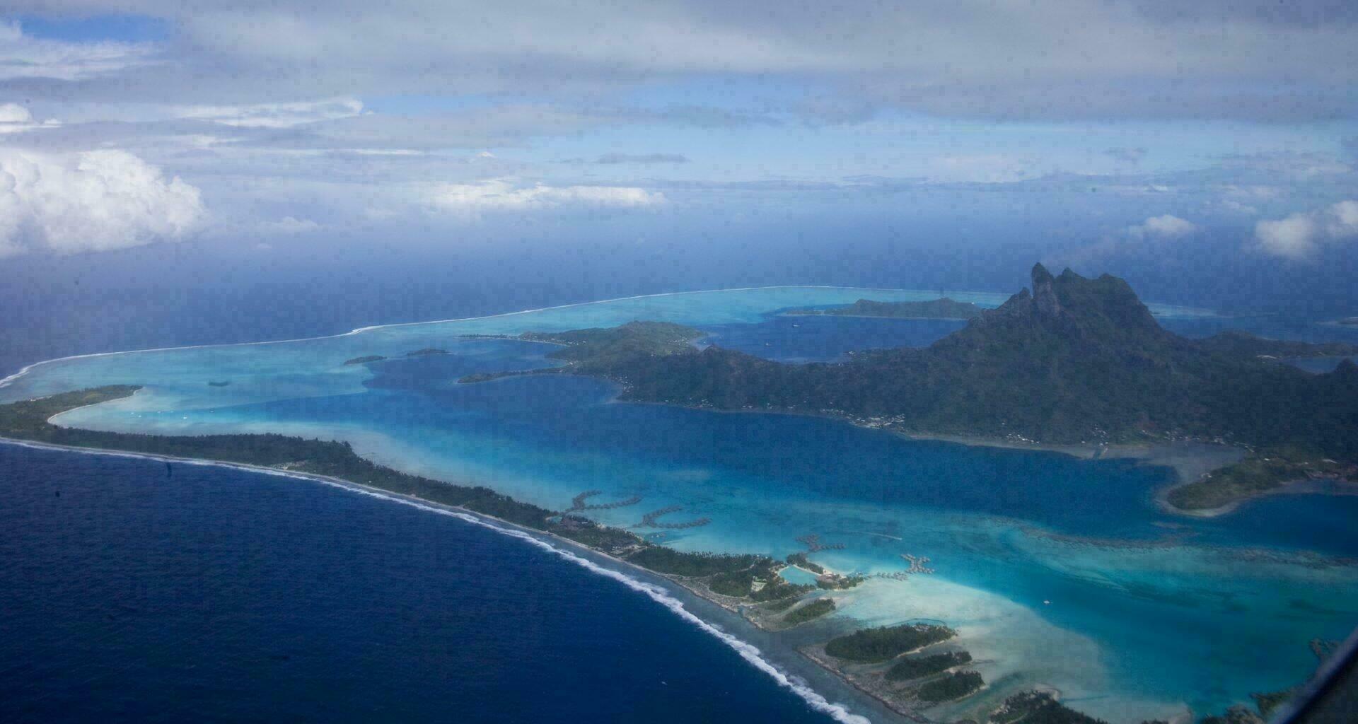 Récif corallien de Bora Bora vu du ciel