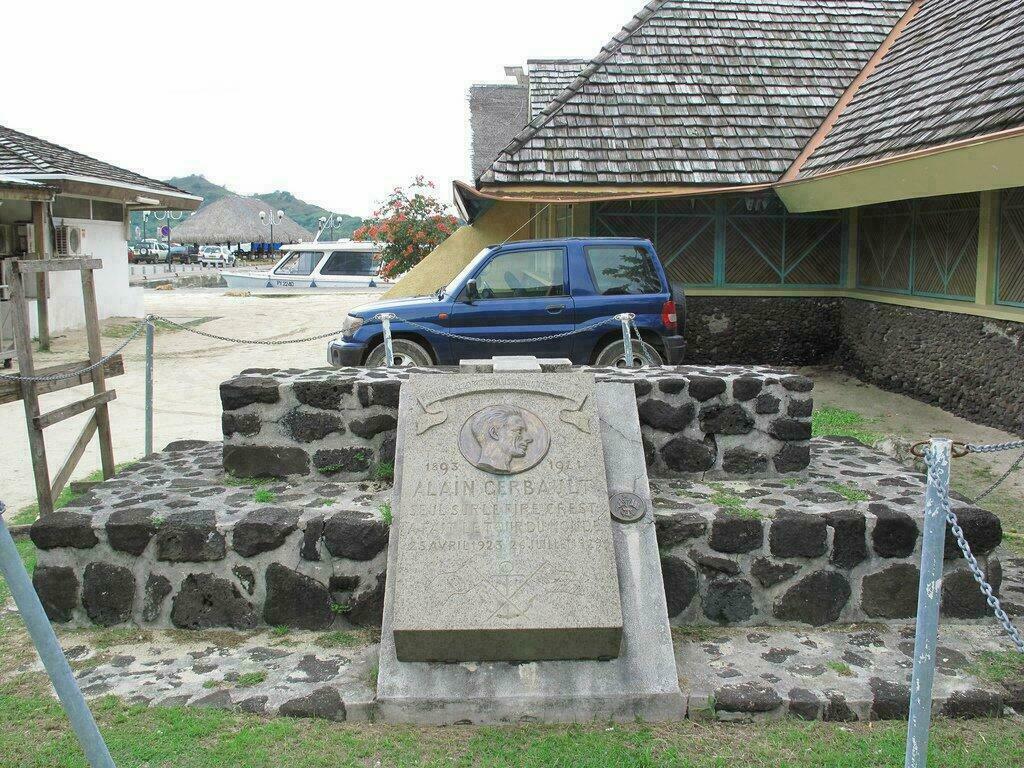 Tombe d'Alain Gerbault à Vaitape