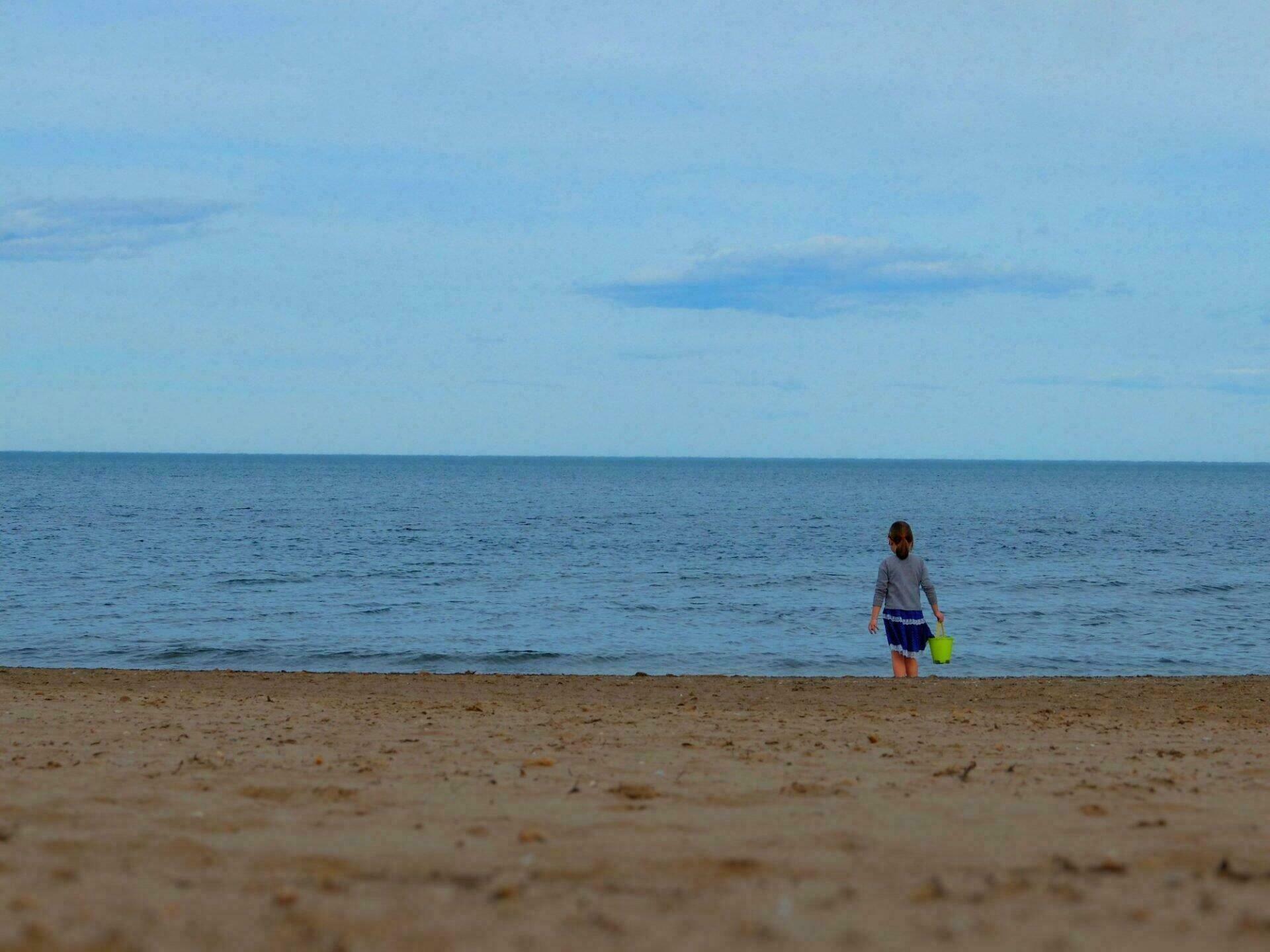 Enfant sur la plage de Valence
