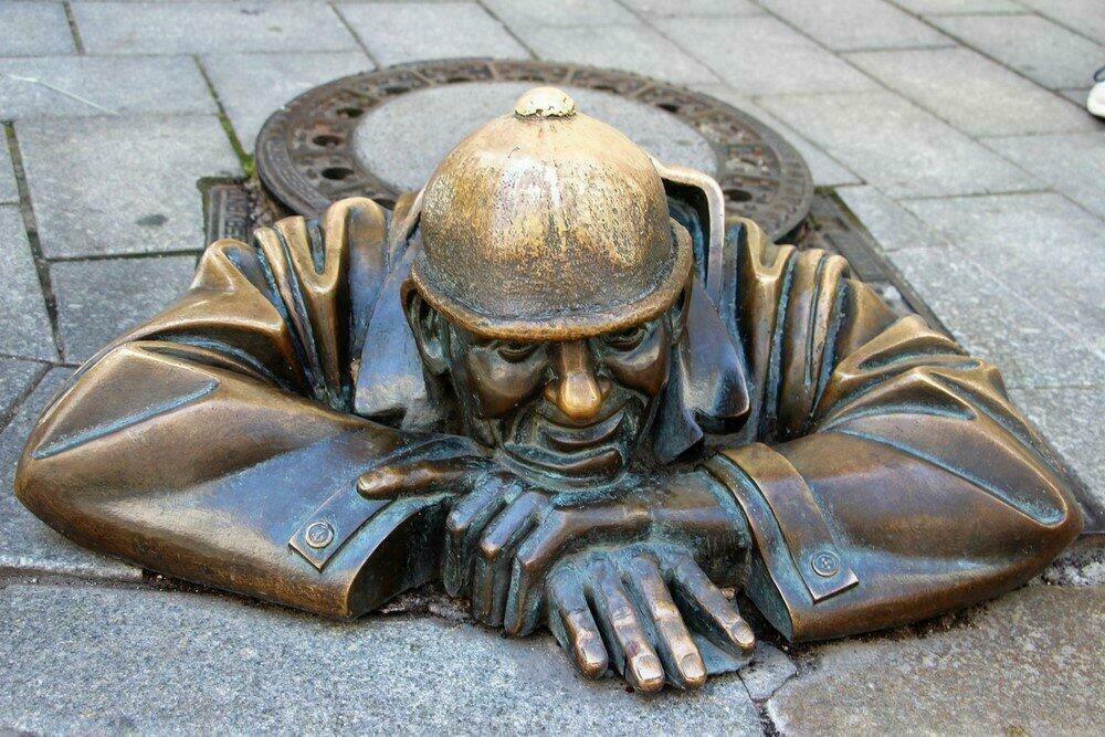 Man at work, sculpture à Bratislava