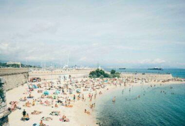 Une plage de Nice labellisée Pavillon Bleu
