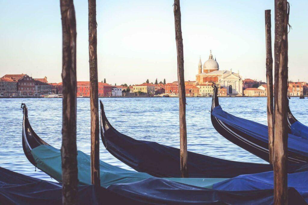 Les gondoles de Venise en amoureux