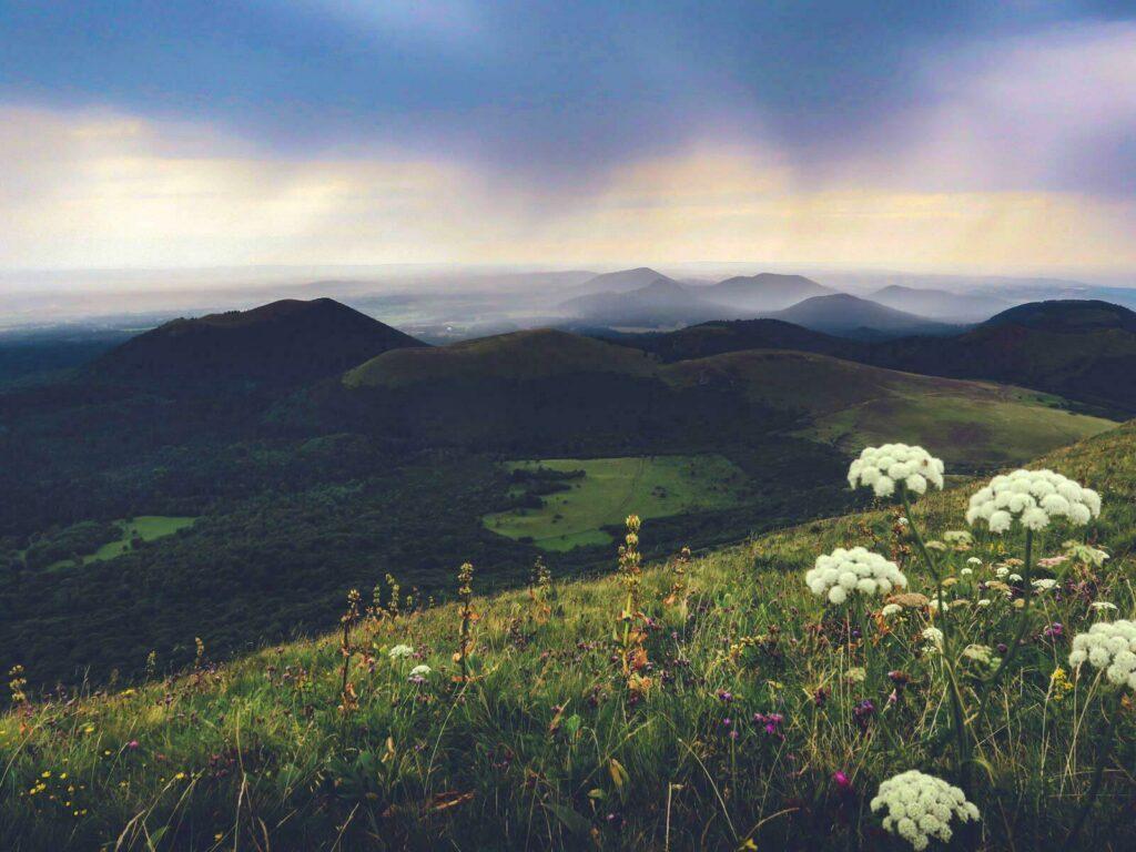 Vue sur la Chaîne des volcans d'Auvergne