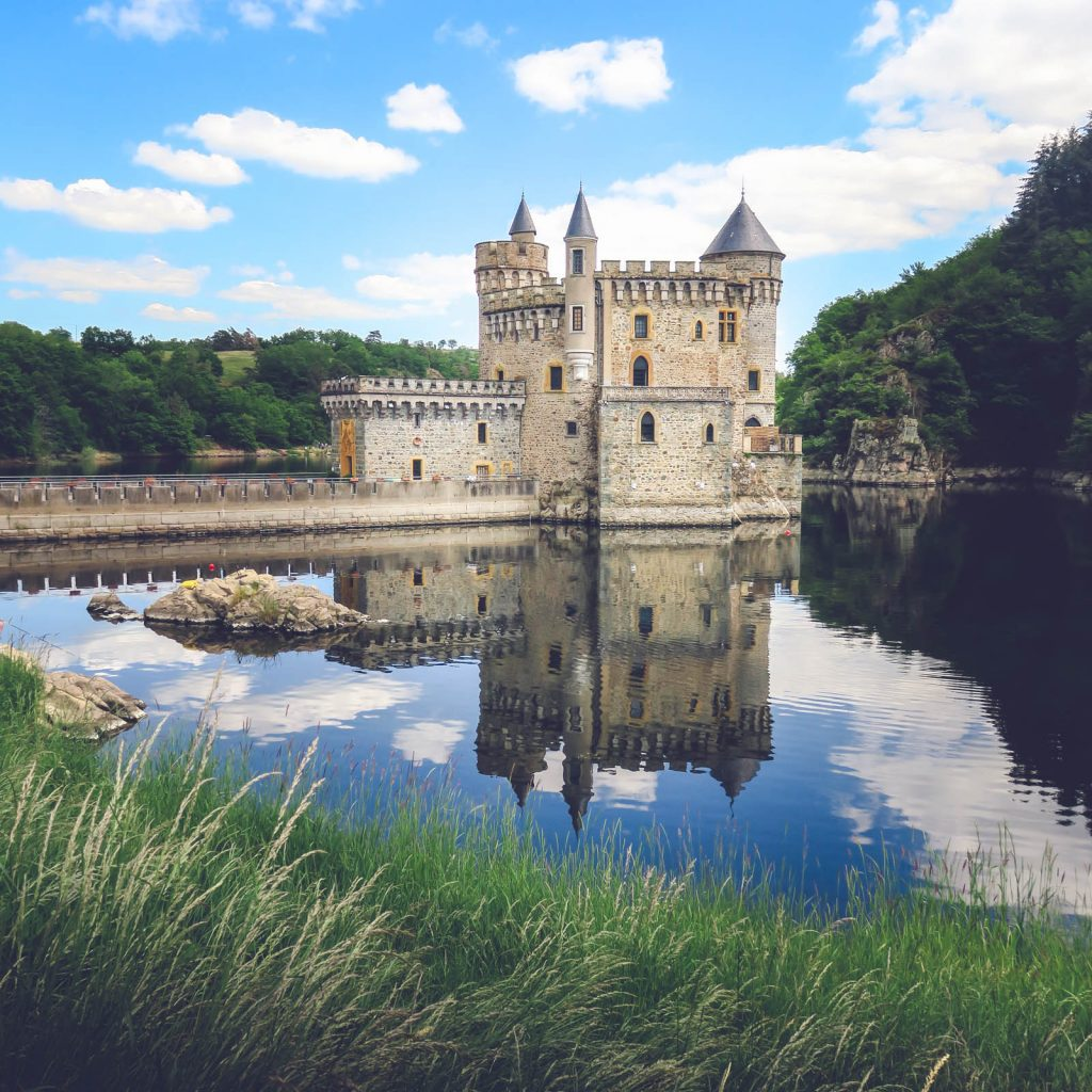 La château de la Roche dans le Roannais