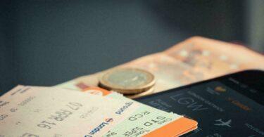 Billet d'avion, argent, et remboursement