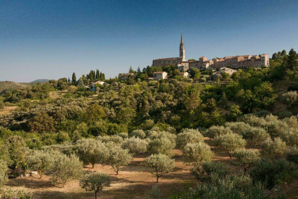 Le joli village de Banne