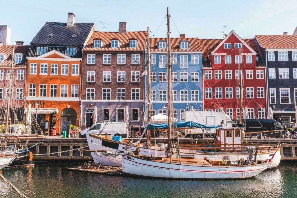Copenhage Rue Nyhavn bateaux