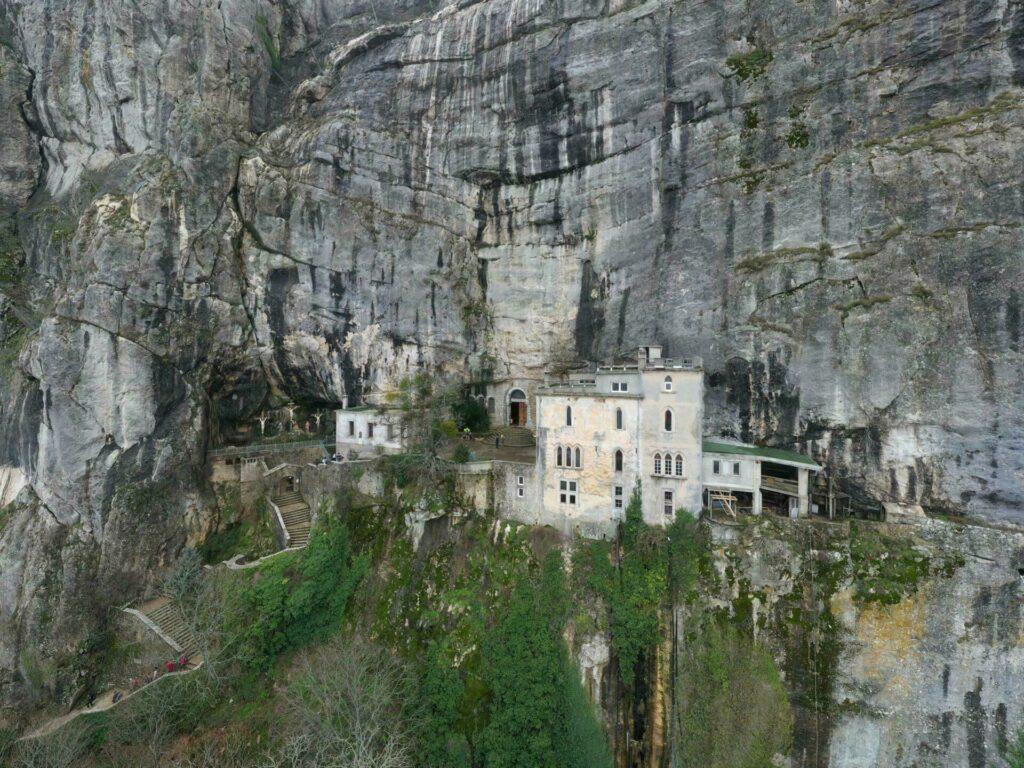 La Grotte de Sainte-Marie Madeleine dans le massif de Sainte-Baume