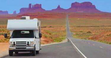 Camping car sur la route de Monument Valley