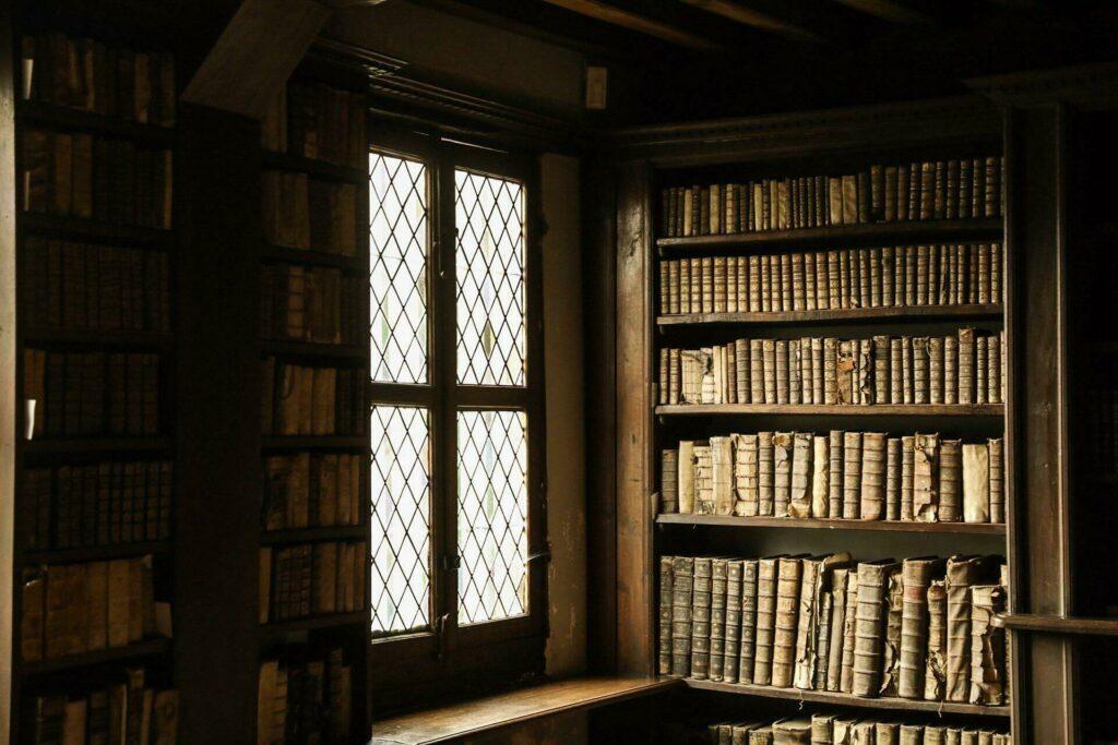 Visiter la bibliothèque de la cathédrale de Noyon