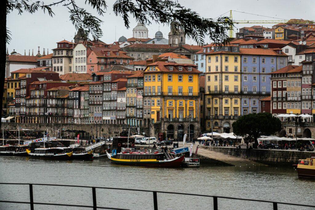 Vue sur le vieux port de Porto