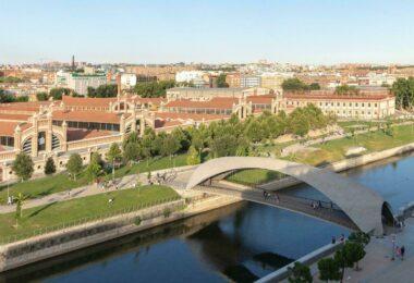 Madrid Rio (et le centre Matadero en arrière plan)