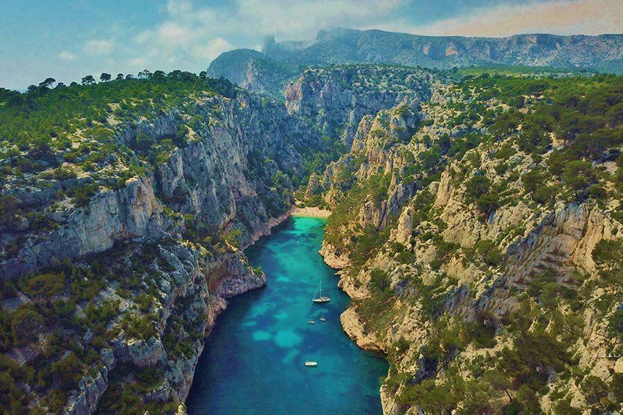 Un incontournable en Provence-Alpes-Côte d'Azur, voir les Calanques de Marseille