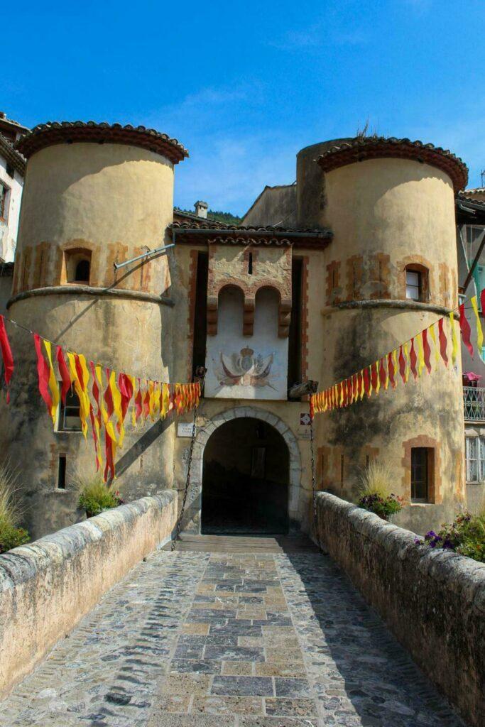 Entrevaux, ancienne ville royale fortifiée