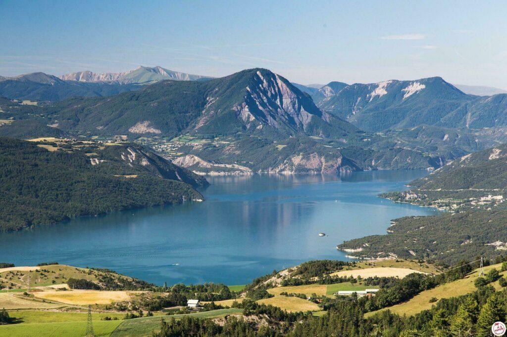 En Provence-Alpes-Côte d'Azur, venez visiter le lac de Serre Ponçon