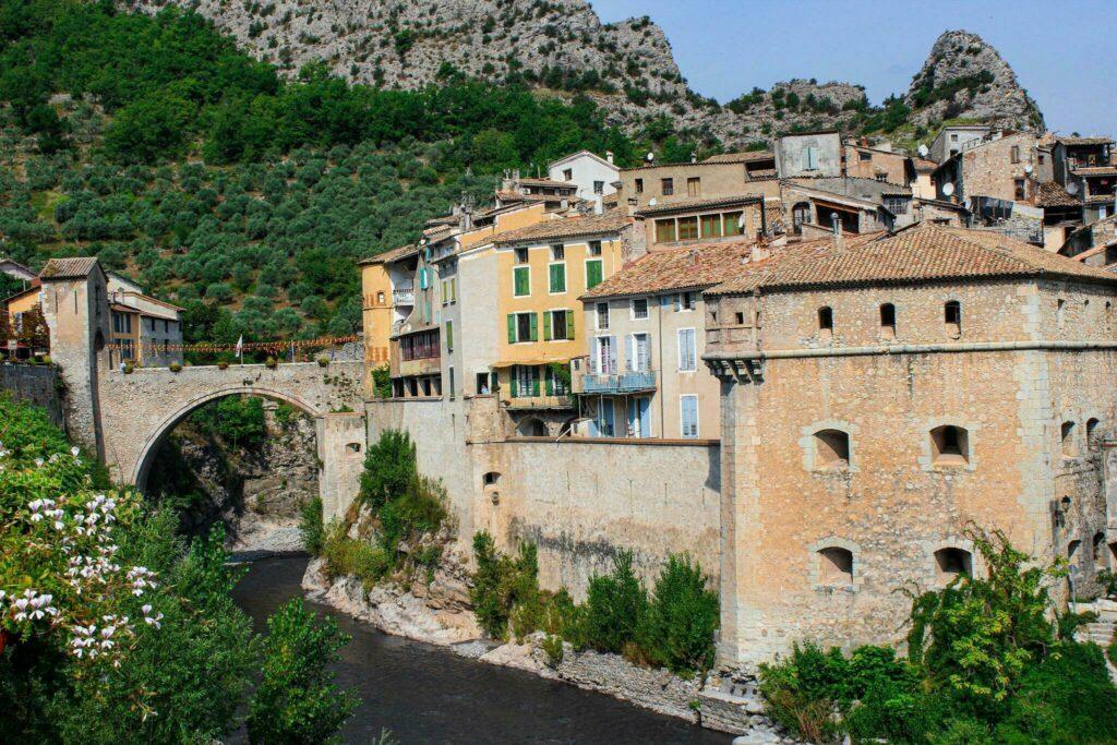 Visiter Entrevaux, petit bijou de la région Provence-Alpes-Côte d'Azur