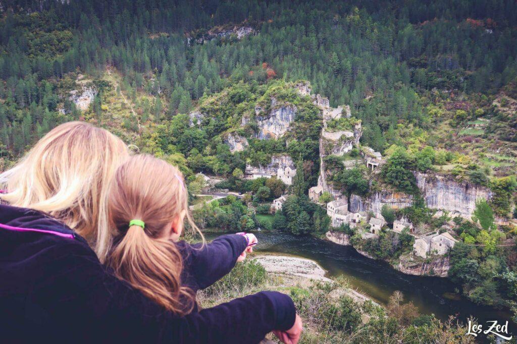 En Occitanie, visiter le surprenant village de Castelbouc