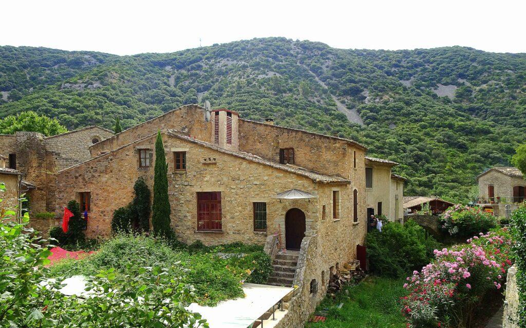 Que voir en Occitanie ? Visiter le village Saint-Guilhem-le-Désert
