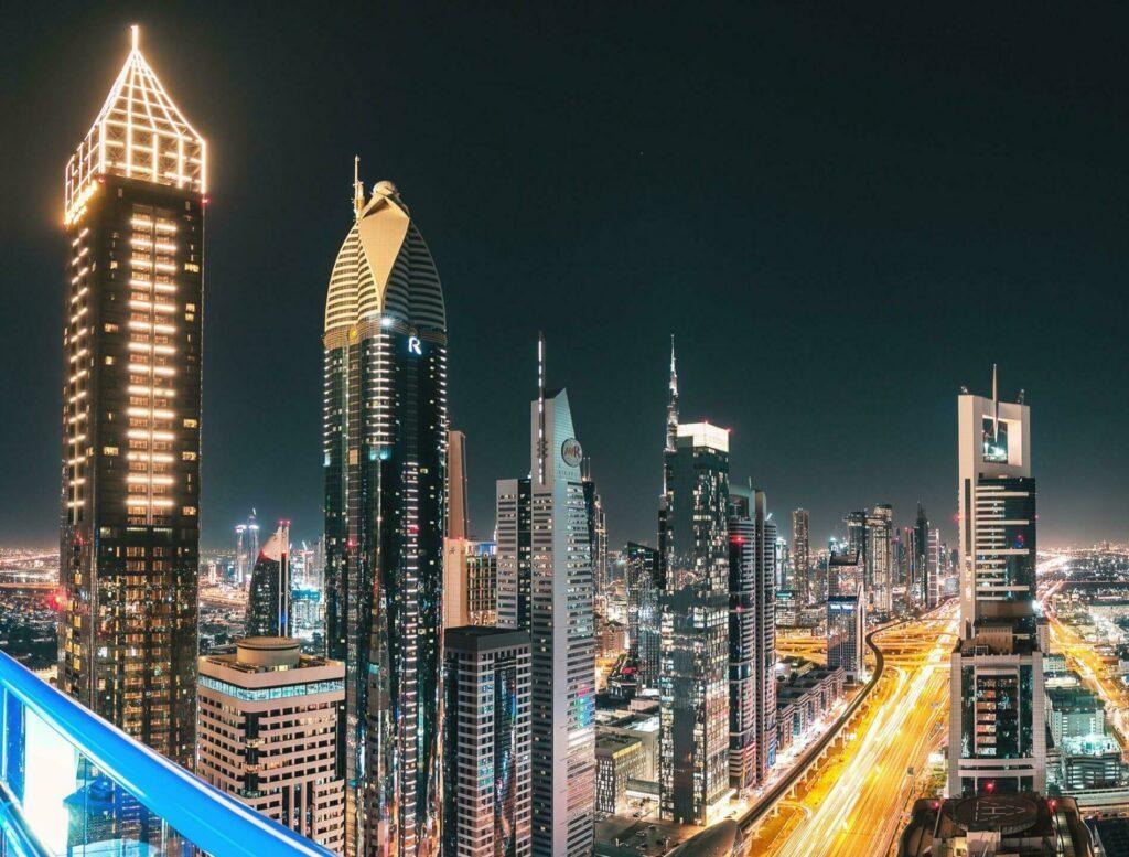 Le Gevora Hotel (à gauche) à Dubaï