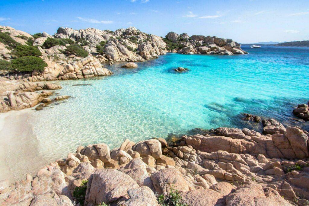 Destination la Sardaigne, une île Méditerranée pas cher