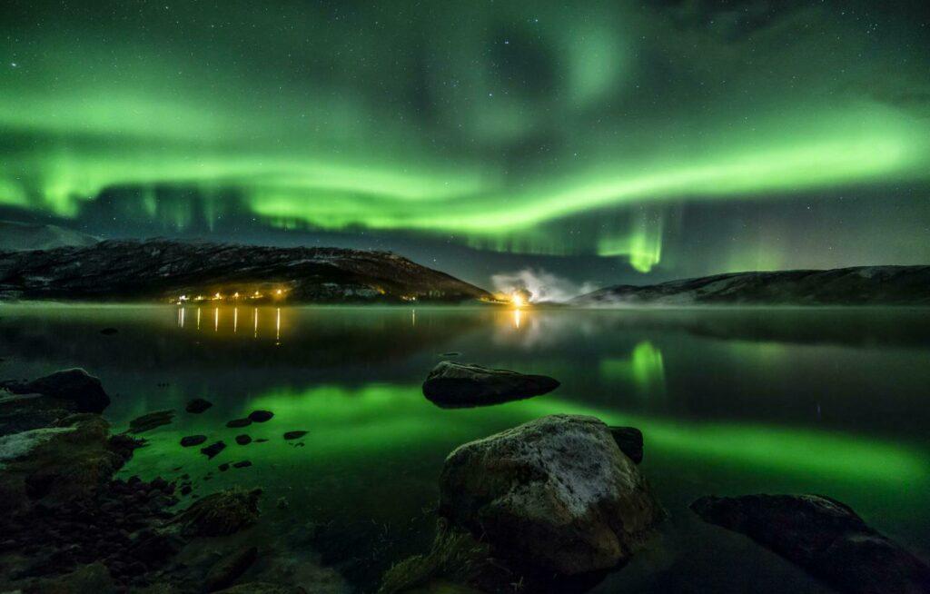 Les lueurs mystiques des aurores boréales en Laponie