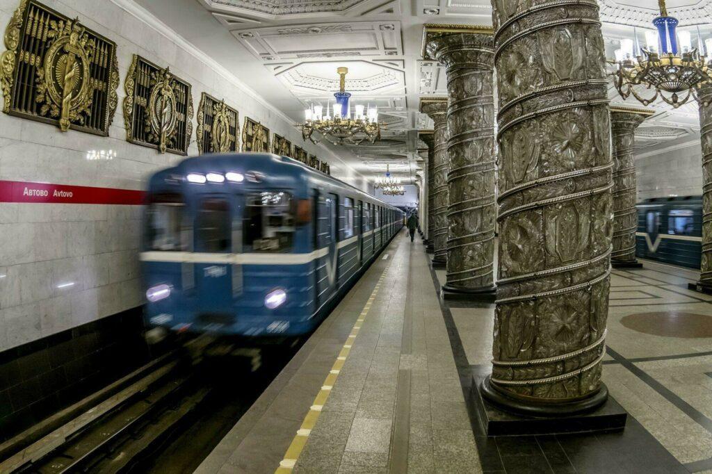 métro dans Saint-Pétersbourg