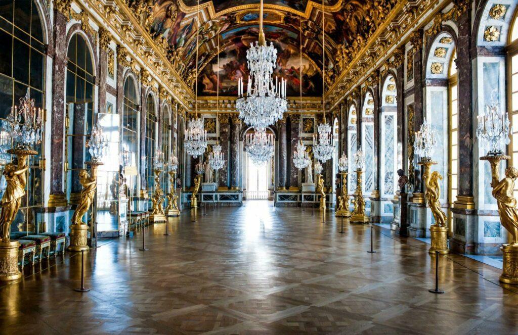 Intérieur du château : La fameuse Galerie des Glaces