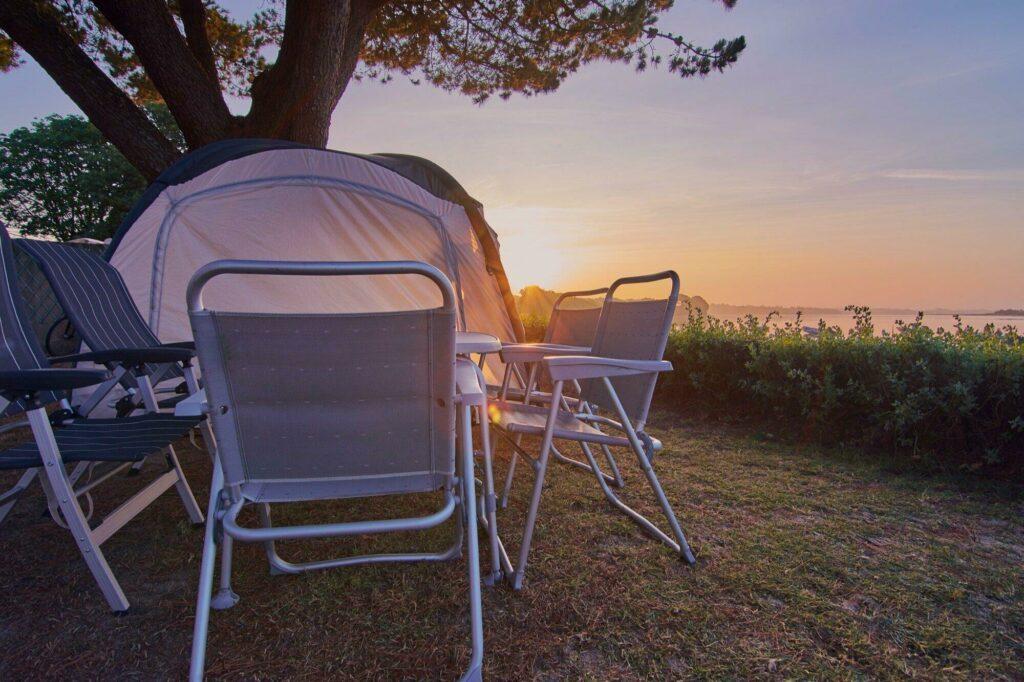 Camping en Bretagne au coucher de soleil