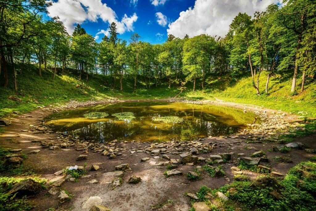 cratère Kaali paysages d'Estonie