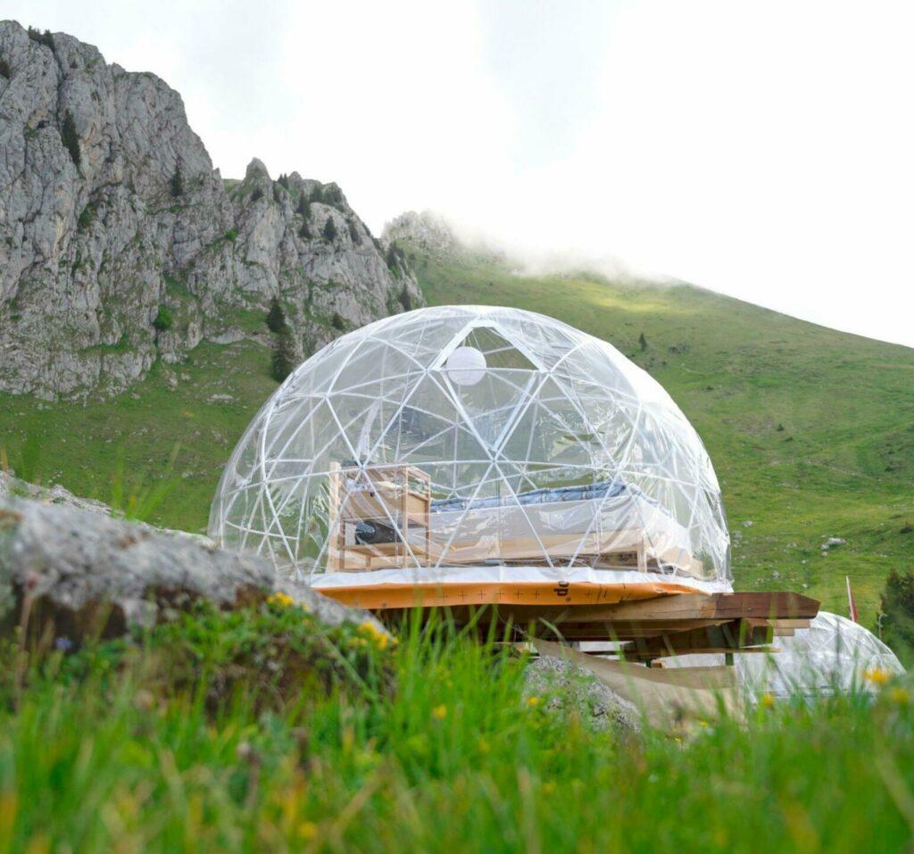 Dormir dans une bulle à la montagne