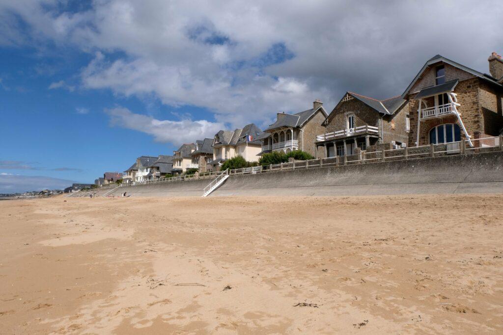 plage de Carolles en Normandie