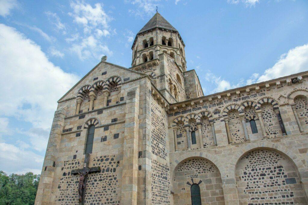 Eglise Notre-Dame de Saint-Saturnin (village d'Auvergne)