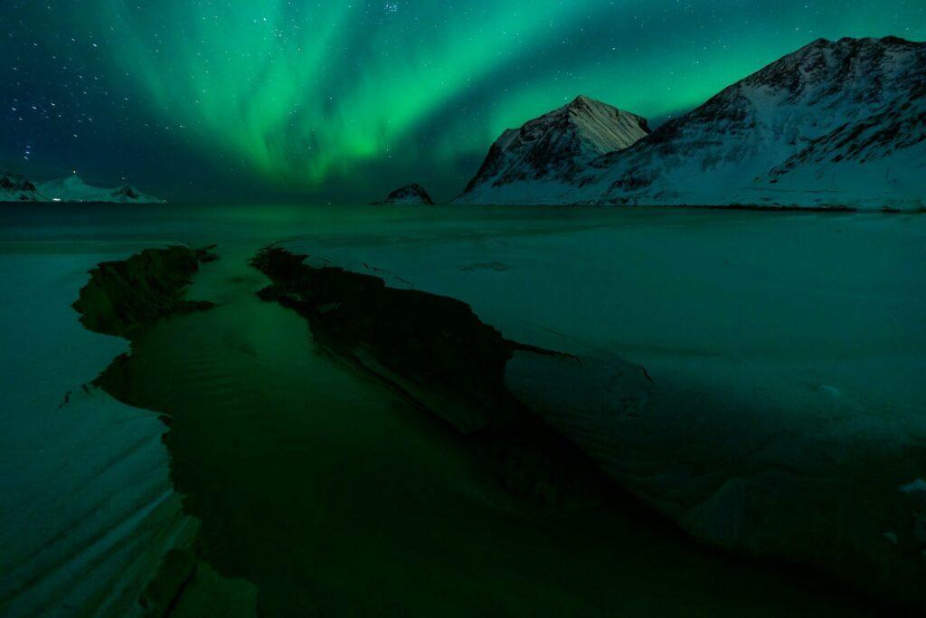 aurores boréales dans les Lofoten en hiver